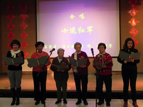 宾客与员工共同演唱