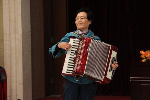 国锦元奶奶的手风琴独奏
