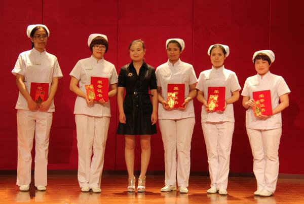 当战 琵琶谱-弹起我心爱的土琵琶》北影社区红梅诗歌会表演了诗词朗诵《为女民兵